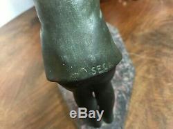 Adorable sculpture Fillette parlant au chien en régule ép 1930 art déco P SECA