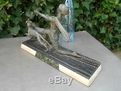 Ancienne sculpture ART DECO sur marbre femme garçonne aux lévriers signé P SEGAS