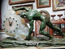 Attribué à Max Le Verrier Sculpture en fonte d'art Homme au bloc de glace