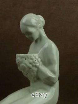 Belle Sculpture Veilleuse Art Deco Femme En Ceramique Craquelee Signee