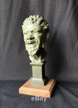 Bronze Art Deco À Patine Verte Rpresentant Méphistophélès Diable Sculpture