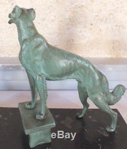 Chiens lévriers art déco régule patine verte sculpture