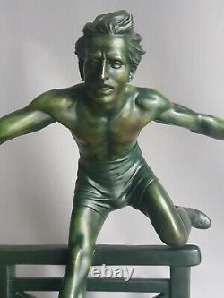 D. H Chiparus Sculpture Art Deco Sportif Au Saut De Haies Jeux Olympiques 1920