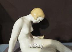 Femme à la tortue, éditions Kaza. Sculpture craquelée. French Art Deco Pottery