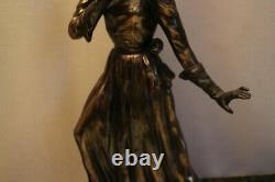Grand sujet sculpture chryséléphantine sur marbre à l'élégante Art déco 1920