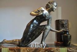 Grande sculpture Art Déco femme à la fontaine antique statue woman figural 1925
