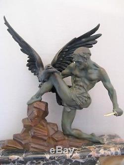 Grande sculpture en métal époque art déco l'homme et l'aigle