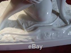 Groupe Sculpture En Faience Art Deco Ceramique Signe Femme Nue Aigle Faucon