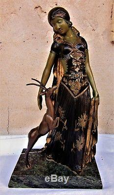 L. Van de VoordeSculpture époque art decoFemme et biche