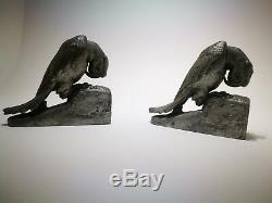 Paire de sculpture Perroquets Van De Voorde en régule patinée argent