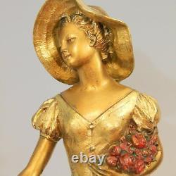 R. SCALI (Art Déco Fonte d'art signée) Élégante au chapeau et au faon