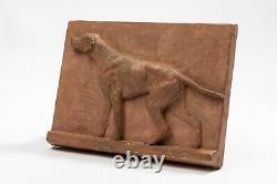 Richard FATH Plaque chien de chasse en plâtre. Période Art Déco circa 1940