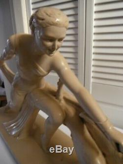 Salvatore MELANI (1902-1934) Sculpture art deco plâtre patiné Femme au lévrier