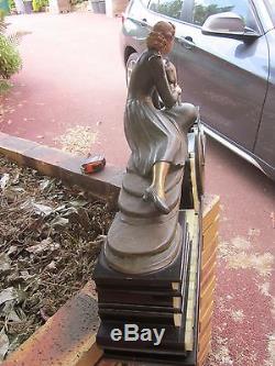 Sculpture Art Deco Regule Elegante Et Sa Chevrette Signee Menneville