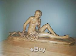 Sculpture Art Deco en terre cuite signée, la Femme aux Colombes