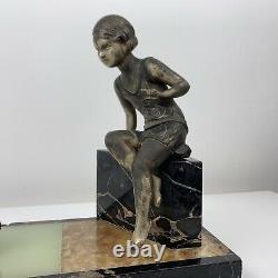 Sculpture Sujet en régule Uriano Ugo Cipriani Enfant et le cygne Art Deco French