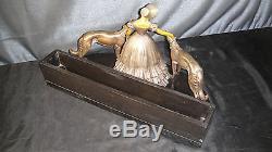 Sculpture art déco porte courrier femme aux lévriers régule patine bronze ROUX