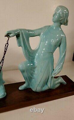 Sculpture céramique art déco art nouveau femme aux lévriers 63 cm