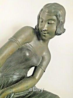 Sculpture décorative animalière élégante dresseuse otarie régule Art Déco 1925