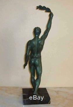 Sculpture homme nu athlète vainqueur Art deco