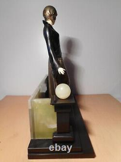 Sculpture statue régule art déco chryséléphantine femme élégante lévrier