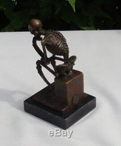 Statue Sculpture Le penseur Squelette Style Art Deco Bronze massif Signe