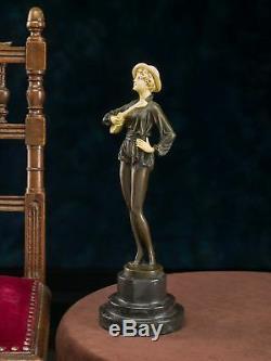 Statuette de femme avec mandoline d´après Ferdinand Preiss style Art déco