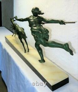 Superbe et grande sculpture Art Déco signée CARLIER french statue