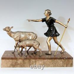 URIANO (vers 1920-1930) Diane aux deux biches Fonte d'art Art Déco signée