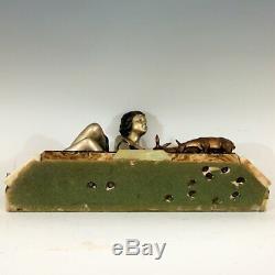URIANO (vers 1920-1930) Femme aux deux biches Fonte d'art Art Déco signée